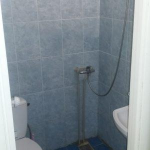 туалетна кімната в номері на 4-3 особи 2 корпус (ліва сторона)
